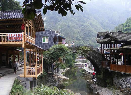 Le village dehang des miao voyage fenghuang hunan voyage chine - Village de chine le mans ...